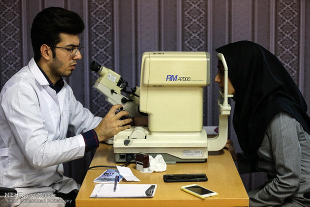 شرایط روزه گرفتن بیماران چشمی/قطره چشمی روزه را باطل نمی کند